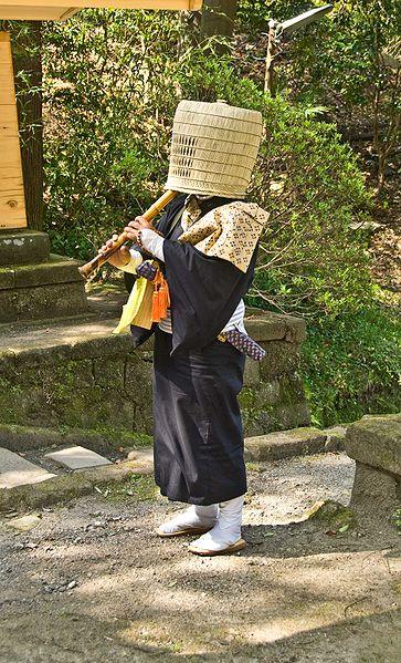 http://lock07.free.fr/Okami/363px-Komuso_Buddhist_monk_beggar_Kita-kamakura.jpg