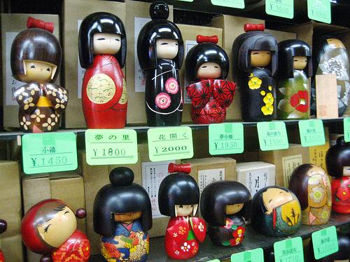 http://lock07.free.fr/Okami/kokeshi-dolls.jpg